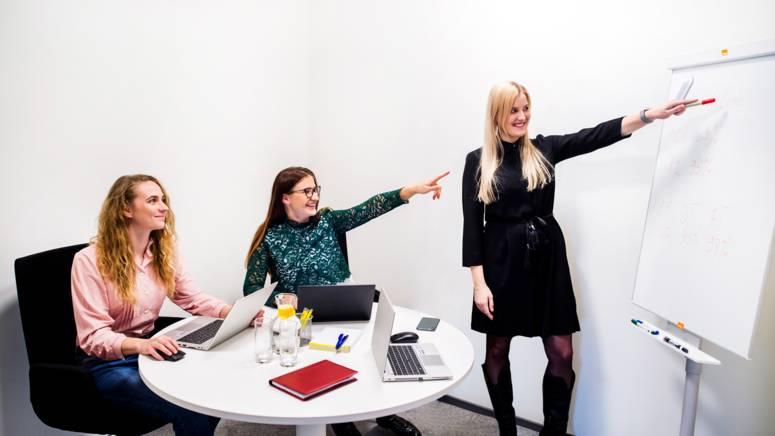 Lidli töötajad koosolekul
